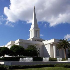 Visit a Mormon Temple - Bucket List Ideas