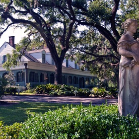 Stay the night at The Myrtles Plantation in St. Francisville, Louisiana - Bucket List Ideas