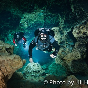 Dive in Devils cave, Ginni Springs Florida - Bucket List Ideas