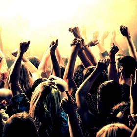 Go clubbing - Bucket List Ideas