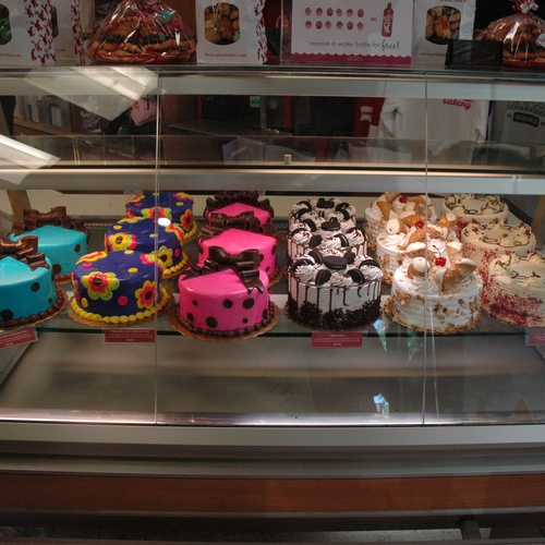 Go to Carlo's Bakery and have some dessert! - Bucket List Ideas