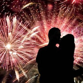 New Year's Eve Kiss in an Incredible Location - Bucket List Ideas