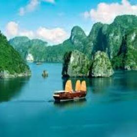 Junk boat cruise Halong Bay - Bucket List Ideas