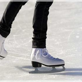 Experience:Go ice skating at night at Hampton Court Palace - Bucket List Ideas