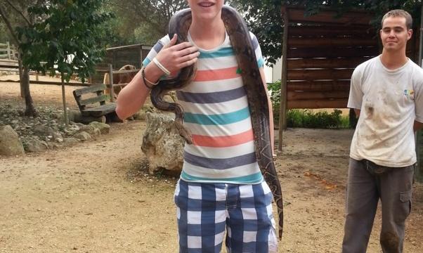 Wear a snake around my neck - Bucket List Ideas