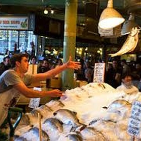 See Fish Throwing in Seattle - Bucket List Ideas