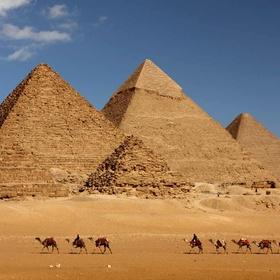 Visit the pyramids of Egypt - Bucket List Ideas