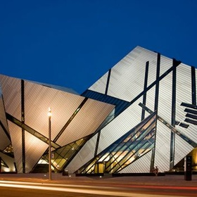Visit the Royal Ontario Museum in Toronto, Onatrio, Canada - Bucket List Ideas