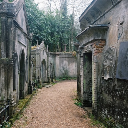Visit highgate cemetery - Bucket List Ideas