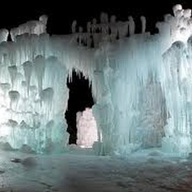 See the ice castles of Silverthorne - Bucket List Ideas