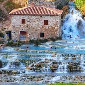Visit the termal springs in Saturnia, Toscana - Bucket List Ideas