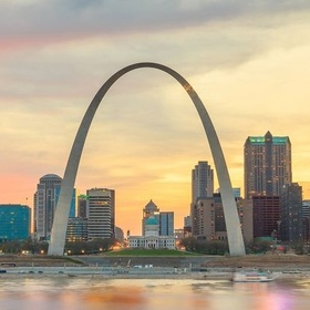 Visit/ go to the top of the Gateway Arch - Bucket List Ideas