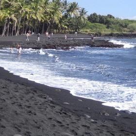 Hawaii - Punalu'u Beach- Go to a black sand beach - Bucket List Ideas