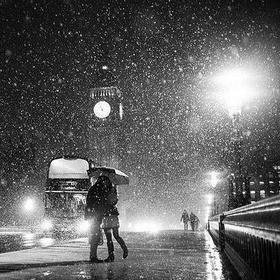 Kiss in the rain! - Bucket List Ideas