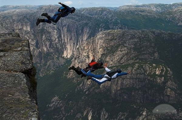 Go Base jumping - Bucket List Ideas