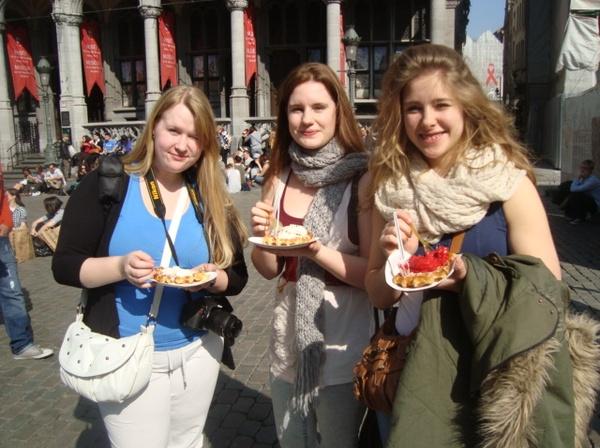 Bruxelles: Eat a Belgian waffle in Belgium - Bucket List Ideas