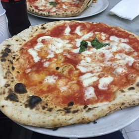 Eat at the World's First PIzzeria in Naples, Italy - Bucket List Ideas