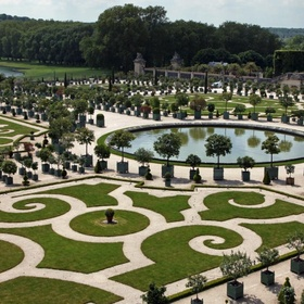 Visit Maze of Gardens at Palace of Versailles - Bucket List Ideas