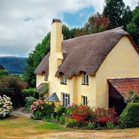 Spend a weekend in a thatched cottage - Bucket List Ideas