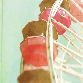 Be kissed on top of a ferris wheel - Bucket List Ideas