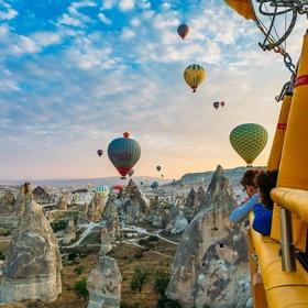 Fly in a hot air balloon above Kapadokya - Bucket List Ideas