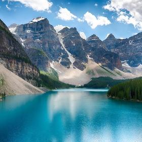Kayak the Moraine lake in Canada - Bucket List Ideas