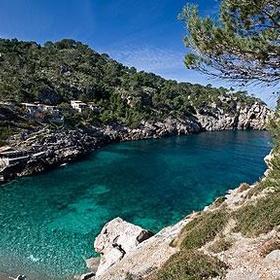 Visit secret beaches in Ibizia - Bucket List Ideas