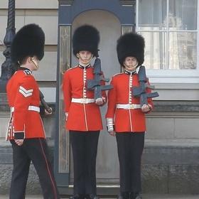 See a Buckingham Palace guard - Bucket List Ideas