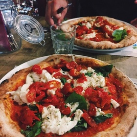 Do a Pizza Tour of Naples, Italy - Bucket List Ideas