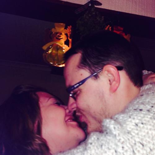 Kiss under mistletoe - Bucket List Ideas