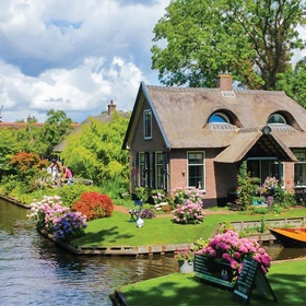 Visit Giethoorn, Netherlands - Bucket List Ideas