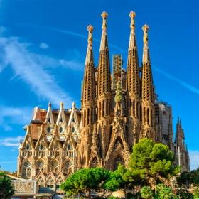 Visit the Sagrada Familia, Barcelona - Bucket List Ideas