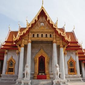 Meditate in a Buddhist temple - Bucket List Ideas