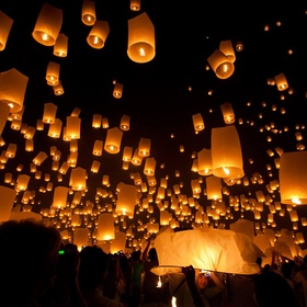 Go to a Floating Lantern Festival - Bucket List Ideas
