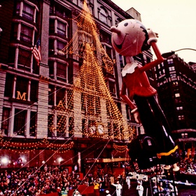 Watch the Macy's Thanksgiving Day Parade in New York - Bucket List Ideas