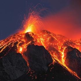Hike an active volcano in Hawaii - Bucket List Ideas
