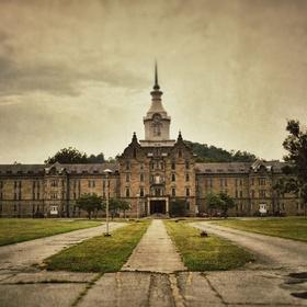 Stay overnight in the Trans-Allegheny Lunatic Asylum in Weston, West Virginia - Bucket List Ideas