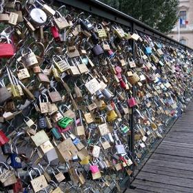 Add A Padlock To Lovers Bridge In Paris - Bucket List Ideas