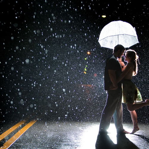 boy and girl kissing in the rain № 200441