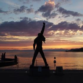 Visit Freddy Mercury statue at Lake Geneva - Bucket List Ideas