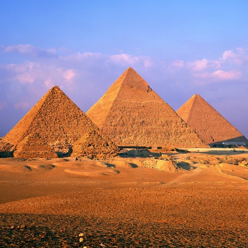 Visit the great pyramids of Giza - Bucket List Ideas