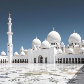 Visit the Sheikh Zayed Grand Mosque in Abu Dhabi, United Arab Emirates - Bucket List Ideas