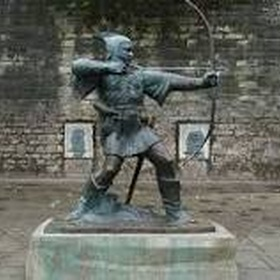 Take a picture next to the Robin Hood statue in Nottingham - Bucket List Ideas