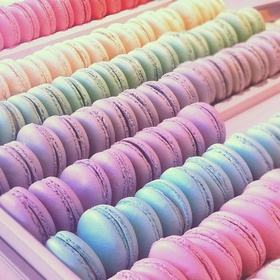 Eat macarons that match my outfit - Bucket List Ideas