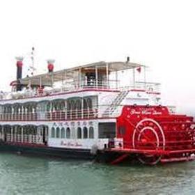Cruise the Mississippi on a paddlewheeler - Bucket List Ideas