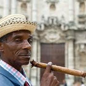 Smoke a cigar in cuba - Bucket List Ideas