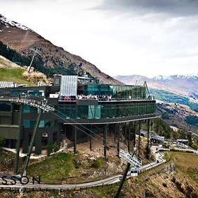 🍴 Eat at Skyline's Stratosfare Restaurant and Bar, New Zealand - Bucket List Ideas
