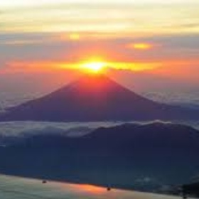 Watch the sunrise from the top of Mount Fuji - Bucket List Ideas
