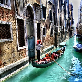 Ride in a gondola in Venice - Bucket List Ideas