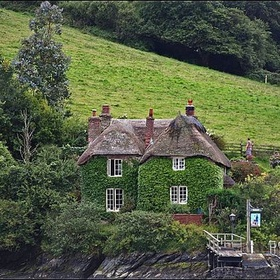 Rent a cottage in the English countryside - Bucket List Ideas